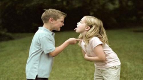 Khi em gái dùng tuyệt chiêu, anh trai tất nhiên bị bại